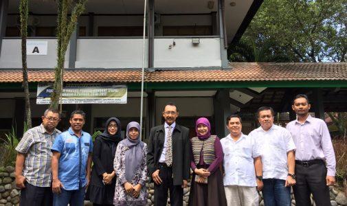 MENJADI VISITING LECTURE DI RIAU DAN JEMBER GURU BESAR FH OPTIMIS MENGENAI PENDIDIKAN HUKUM DI INDONESIA